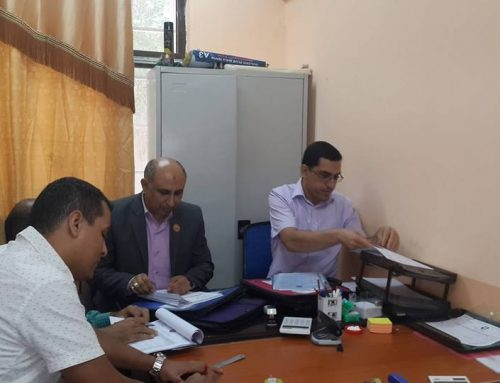 السيد عميد المعهد يتفقد عمل اللجنة الامتحانية